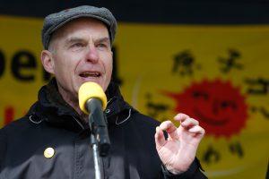 Rund 6000 Menschen haben am 22. März 2014 in Kiel gegen das drohende Scheitern der Energiewende und für ein Ende von Atom- und Kohlekraft demonstriert. In sechs weiteren Landeshauptstädten gingen insgesamt weitere 25 000 Menschen auf die Straßen. Im Bild: Wolfgang Ehmke, Pressesprecher der Bürgerinitiative Lüchow-Dannenberg