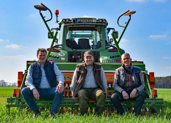 Lass-es-bluehen-drei-Landwirte-600