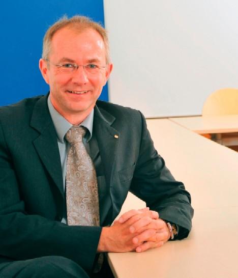 """Prof. Dr. phil. habil. Oliver Sträter, Fachbereich Maschinenbau Universität Kassel. Leiter des Fachgebiets """"Arbeits- und Organisationspsychologie"""""""
